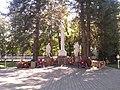Братская могила 18 воинов, погибших в годы гражданской и Великой Отечественной войн (4).jpg