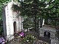 Могила Иванова, арка и надгробный камень, вид со стороны входа в захоронение.jpg