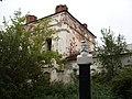 Памятник-бюст Я.М. Поздееву у Воскресенской церкви в Устюжне.JPG