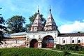 Суздаль. Двухшатровые Святые ворота 1688 г. Ризоположенский монастырь.jpg