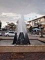 Фонтан на набережной Неа Муданья - panoramio.jpg