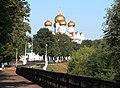 Ярославль (Россия) - теннистая дорога к храму (лето 2010 года) - panoramio.jpg
