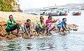 أطفال مصريون يلهون على شاطئ النيل جنوب مصر.jpg