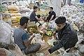 بسته بندی کمک های مردمی و خیریه سازمان های مختلف مردم نهاد و دولتی برای مناطق زلزله زده قصر شیرین و ازگله 05.jpg