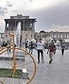 کاخ عالی قاپو واقع در میدان نقش جهان.jpg
