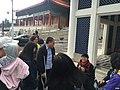 台北的中正紀念堂附近的自由廣場上的遊客.jpg
