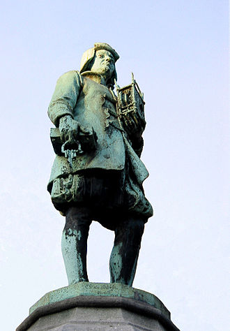 The statue of the clockmaker-locksmith (by Jean Cuypers - 19th century) - Brussels 0 Bruxelles - Petit Sablon - Horloger-Serrurier.JPG