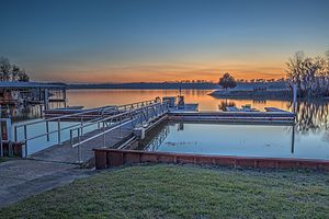 Floating dock (jetty) - Image: 16 07 231 florence marina