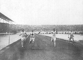 Athletics at the 1908 Summer Olympics – Men's 200 metres - Kerr winning the final.