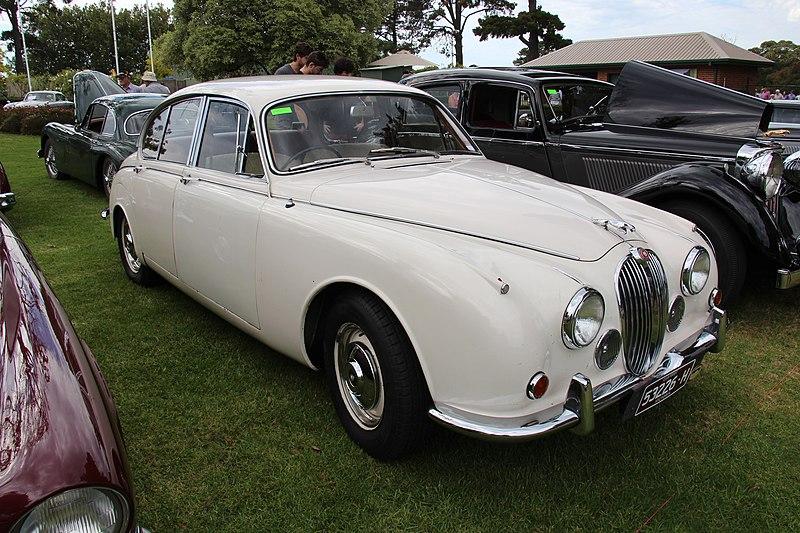 File:1968 Jaguar Mk II 240 Saloon (16467517317).jpg ...