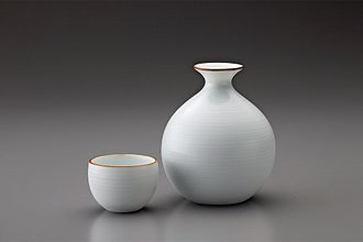 Hakuji - Hakuji sake set designed by Masahiro Mori (1977)