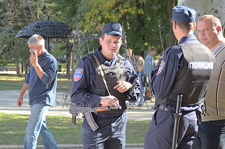 Police in Donetsk wearing insignia related to the Donetsk People's Republic, 20 September 2014 2014. Кузнечный фестиваль в Донецке 370.jpg