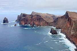 2016 Vista da costa desde a Ponta do Rosto ate a Ponta do Castelo. Ponta de São Lourenço. Madeira. Portugal-3.jpg
