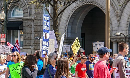 2017.04.15 -TaxMarch Washington, DC USA 02424 (33930374571).jpg