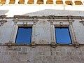 26 Ajuntament de Linyola, finestrals.JPG