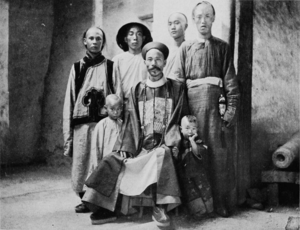Amban - T'ang Ta-Jên, military Amban of Khotan, with his children and attendants
