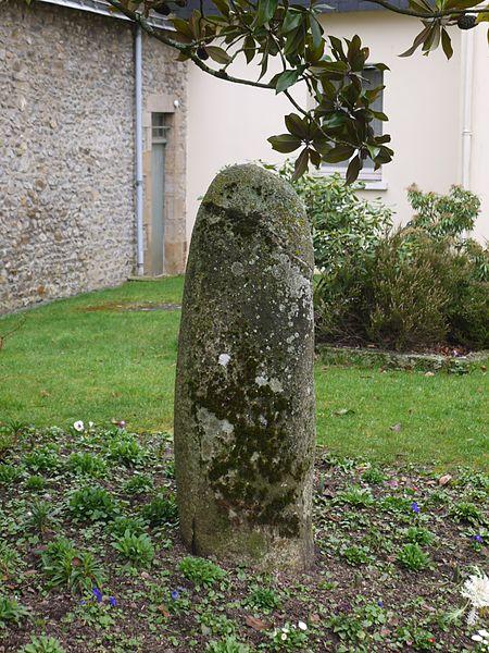 La stèle gauloise place de la mairie.
