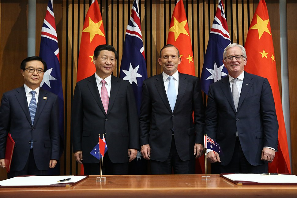 Abbott and Robb signing the Free Trade Agreement with Chinese President Xi and Minister for Commerce Gao Hucheng November 2014