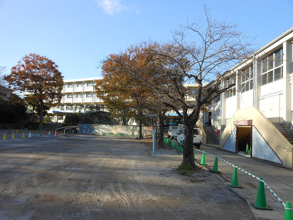 File Abiko City Kounoyama Elementary School Ground Jpg Wikimedia