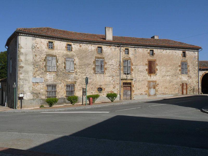 Maison ancienne au centre d'Abzac, Charente, France