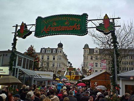 475d888f655441 Adventsmarkt auf dem Großflecken und Heiligabend Turmkonzert aus den  Gebäuden an der Holstenstraße