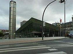 Estación de Cercanías Renfe y FEVE en el barrio de Amézola