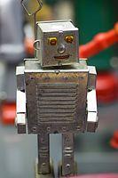 Antique friendly robot (25395309126).jpg
