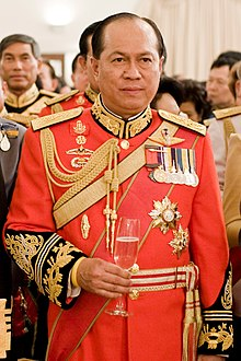 Anupong Paochinda (in 1st Infantry Regiment's royal guard uniform).jpg