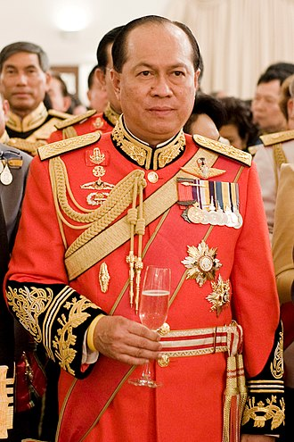 Anupong Paochinda - Image: Anupong Paochinda (in 1st Infantry Regiment's royal guard uniform)