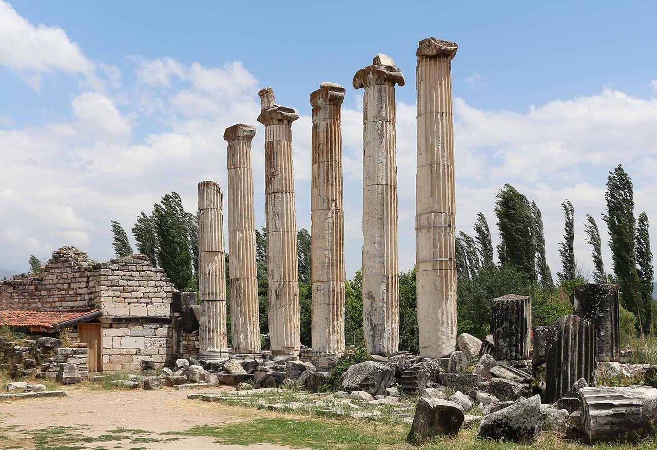 Aphrodisias - Temple of Aphrodite 06.jpg