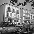 Ascona Auto's voor het terras van Albergo Battello (Hotel Schiff) en Hotel Müll, Bestanddeelnr 254-4839.jpg