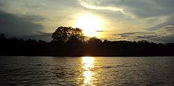 Atardecer Sobre el Río Amazonas.jpg