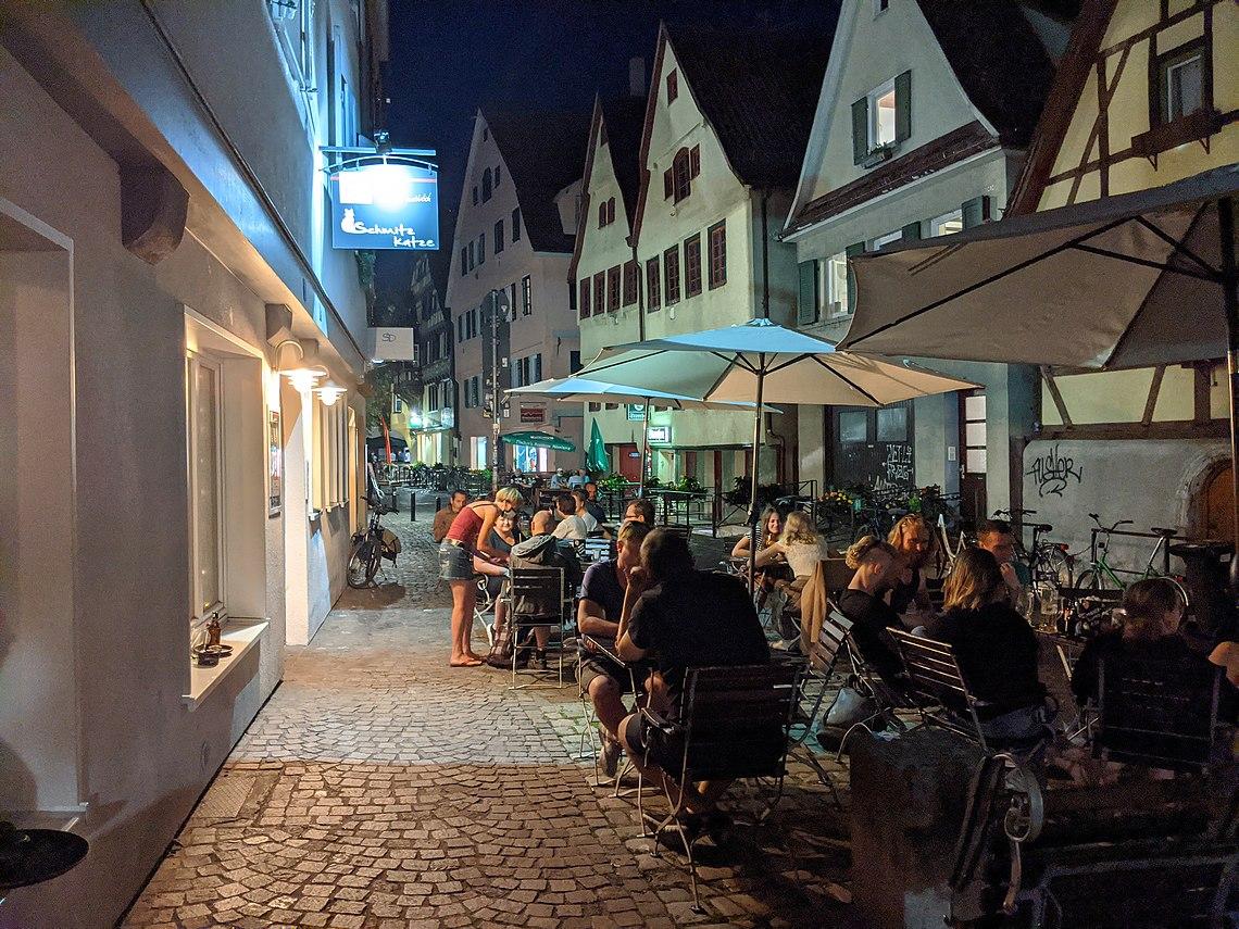 Außenbereich von Schmitz Katze in Tübingen.jpg