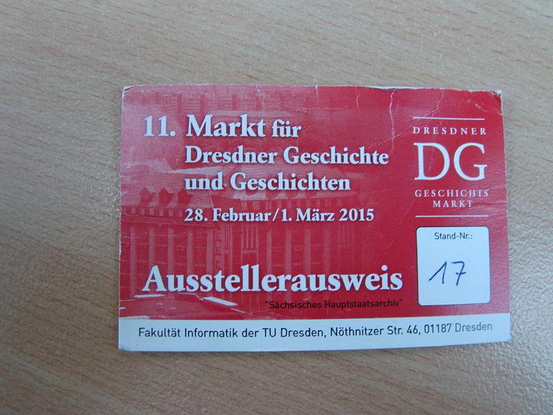 File:Ausstellerausweis Geschichtsmarkt Dresden 2015.JPG