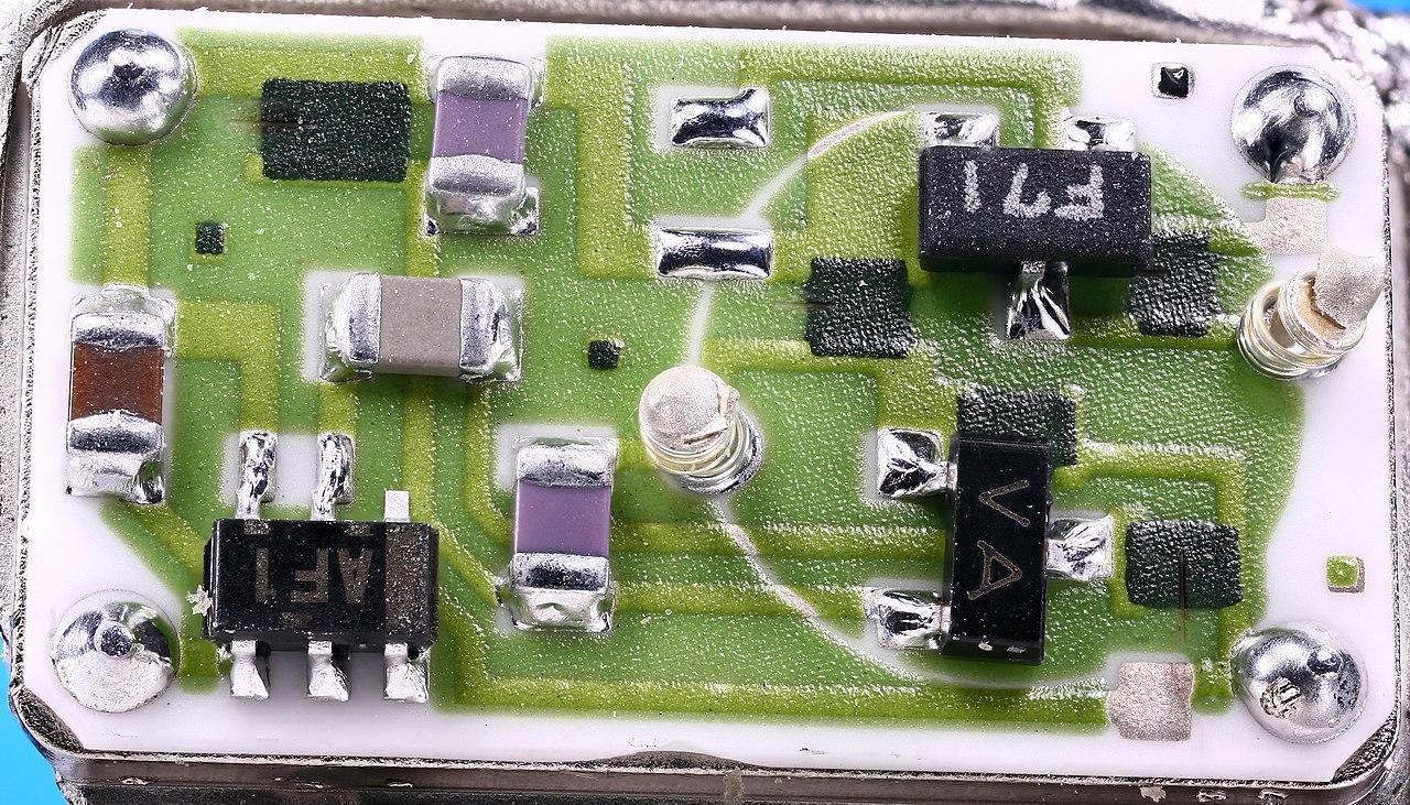 1280px-BOMAR_VCXO_Crystal_Oscillator_1.j