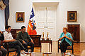 Bachelet recibe creadores Historia de un oso 3.jpg