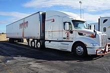 Bakersfield, (CA) Truck Peterbilt at Flying J Travel Plaza (en2016) (11).JPG