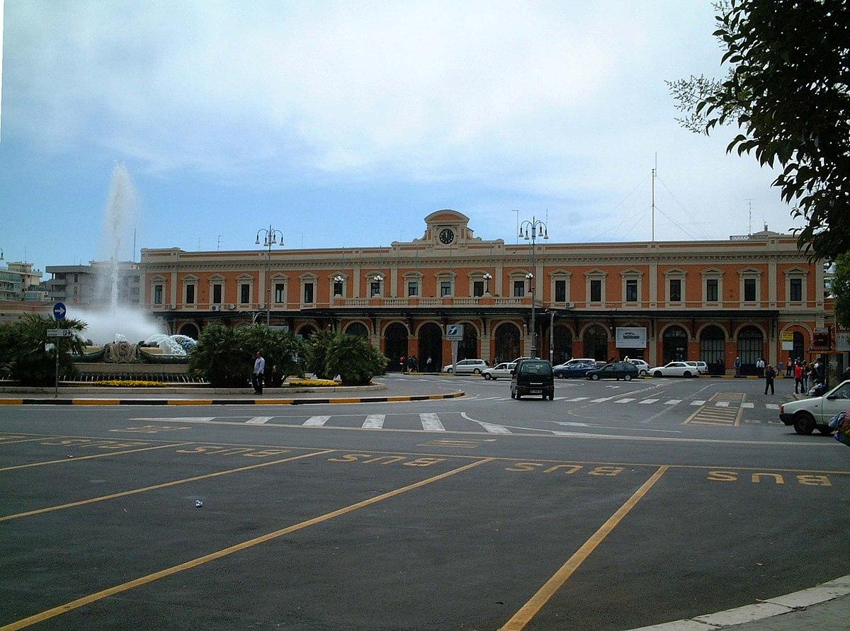 Gare de bari centrale wikip dia for Grandi arredi bari