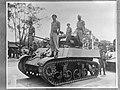Batavia. Intocht Britse troepen met Stuart-tanks. Lichte verkenningstank met vi…, Bestanddeelnr 935-3382.jpg