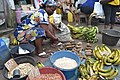 Bayam Sellam qui vend plantain, patate, banane, arachides.jpg