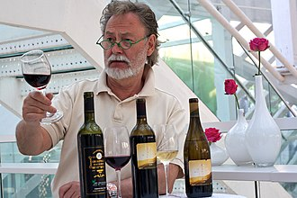 Browning in red wine - Swedish wine expert Bengt Frithiofsson tasting Chinese red wine