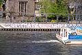 Berlin spree boot faehrt vorbei 15.04.2011 14-13-16.JPG