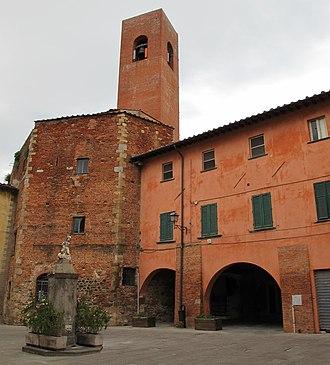 Bientina - Image: Bientina, porta fiorentina 01 campanile di s. domenico
