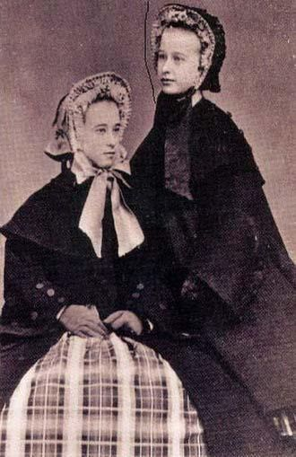 Big Nose Kate - Kate Horony (left) and younger sister Wilhelmina in about 1865, at the time they were orphaned. Kate is about 15 years old.