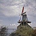 Bij De Huisman aan de Zaanse Schans worden de zeilen opgelegd - Zaandam - 20363211 - RCE.jpg