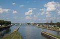 Blick auf Hafen, Kraftwerk und Ort Maasbracht.jpg