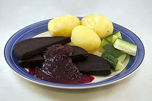 Lingonberry jam - Image: Blodpudding 2