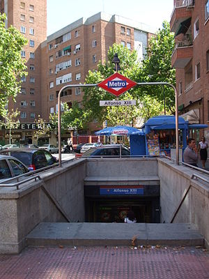 Alfonso XIII (Madrid Metro) - Image: Boca Metro Alfonso XIII DSCF0541