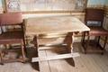 Bockbord gjort av omålad furu och stolar av ek, 1600-tal - Skoklosters slott - 95175.tif