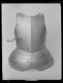 Bröstharnesk med bukskenor - Livrustkammaren - 19400.tif